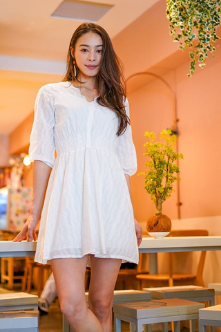 LOVIN SCALLOP EYELET SLEEVE DRESS (WHITE)