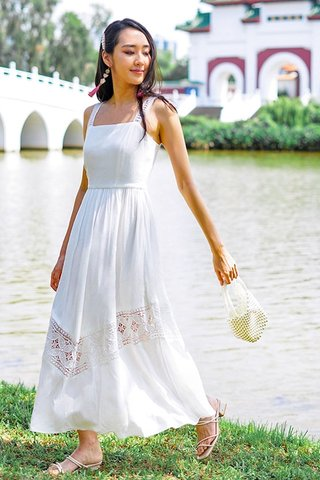 VIENNA EYELET MAXI DRESS #MADEBYLOVET (WHITE)