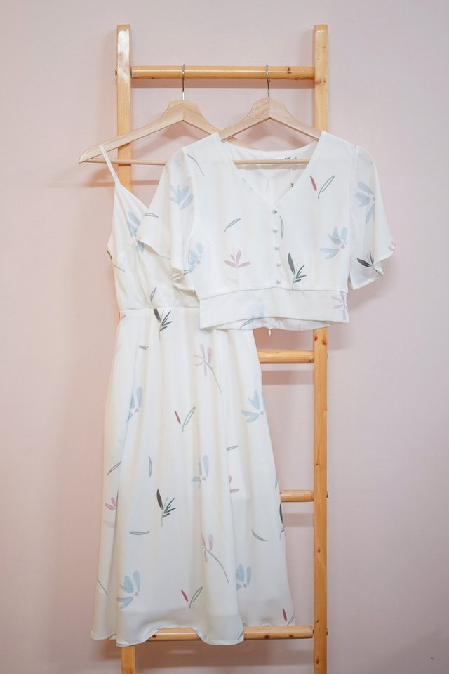 GEIA ABSTRACT FLORAL BUTTON TOP #MADEBYLOVET (WHITE)