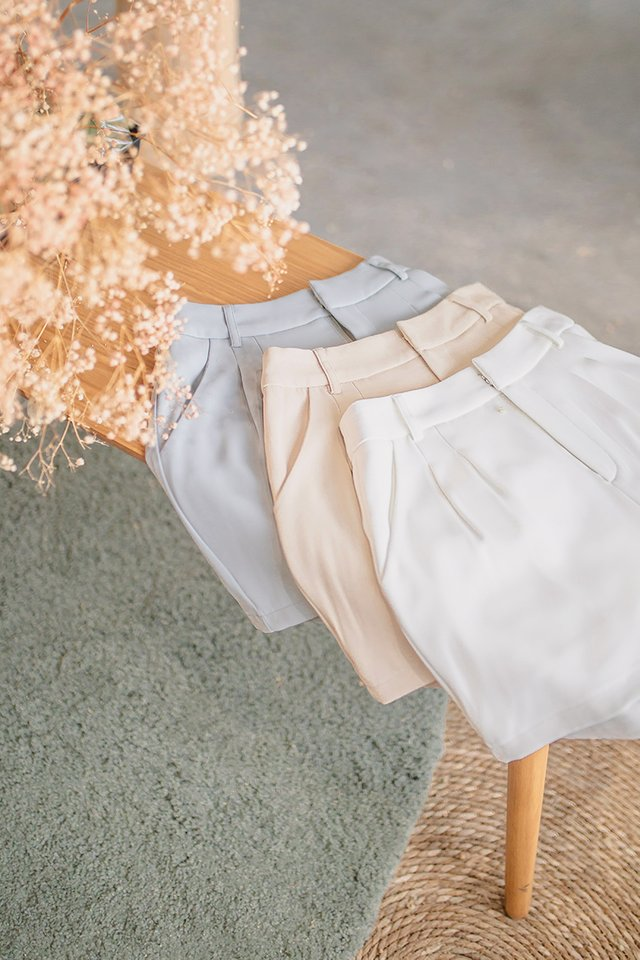 BEV PLEATED HIGH WAIST SHORTS #MADEBYLOVET (WHITE)