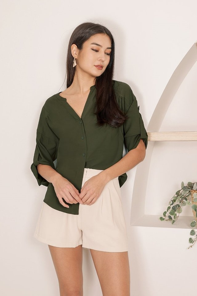 CONNOR SLOUCHY V-NECK SHIRT #MADEBYLOVET (HUNTER OLIVE)