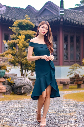 VICTORIA OFF-SHOULDER RUFFLES MIDI DRESS (EMERALD)