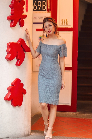 ELDORA OFF-SHOULDER LACE MIDI DRESS (ASH BLUE)
