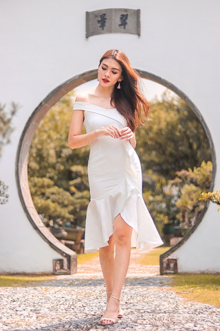 VICTORIA OFF-SHOULDER RUFFLES MIDI DRESS (WHITE)
