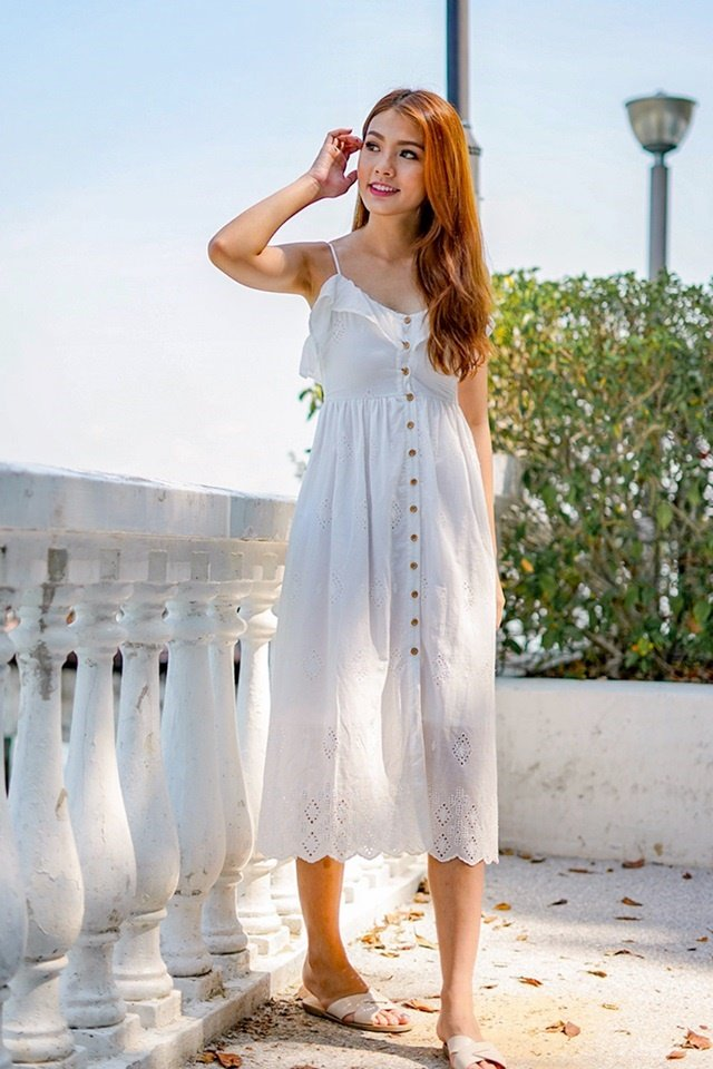SANNA EYELET BUTTON MAXI DRESS (WHITE)
